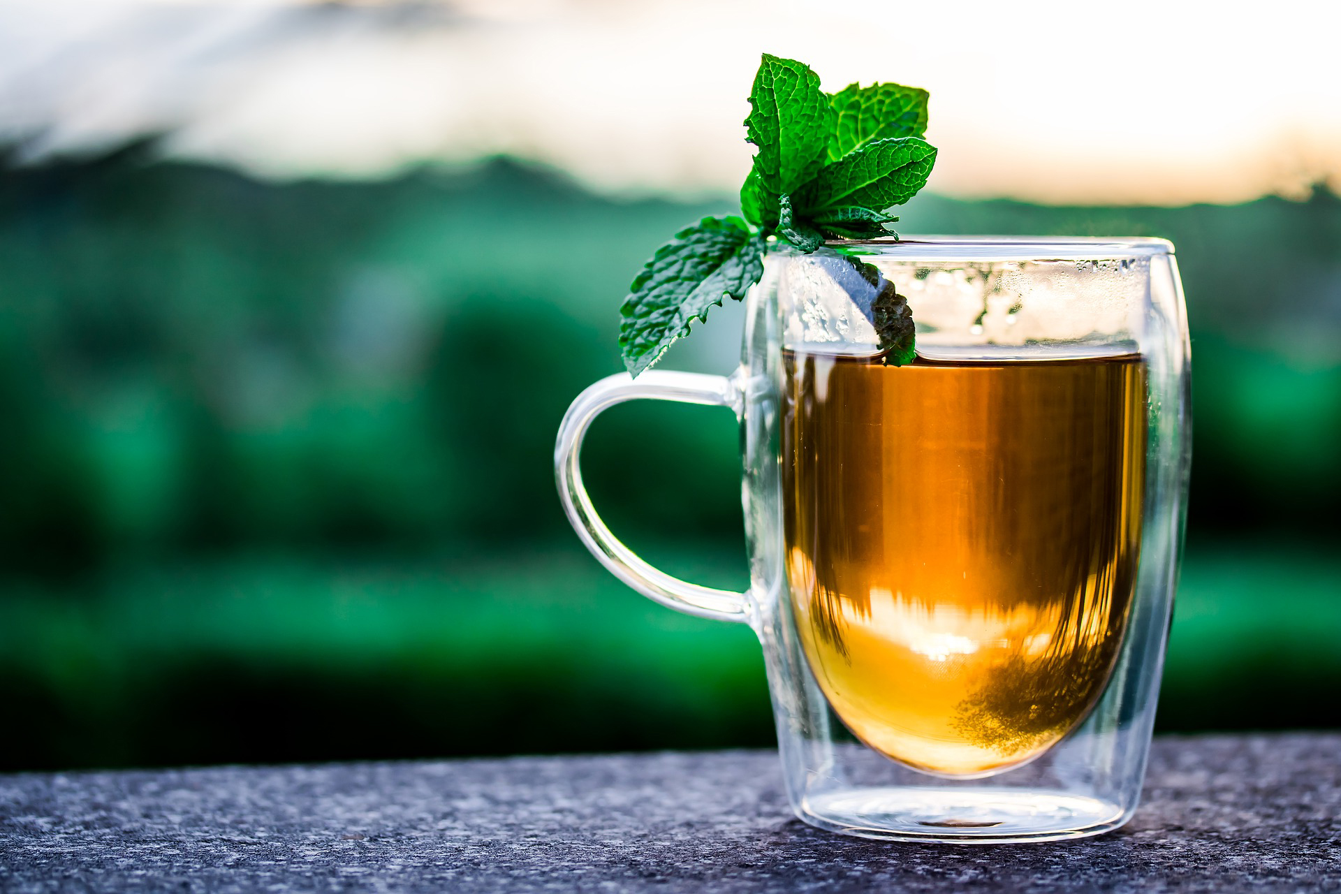 Get cozy with these low-FODMAP warm drinks
